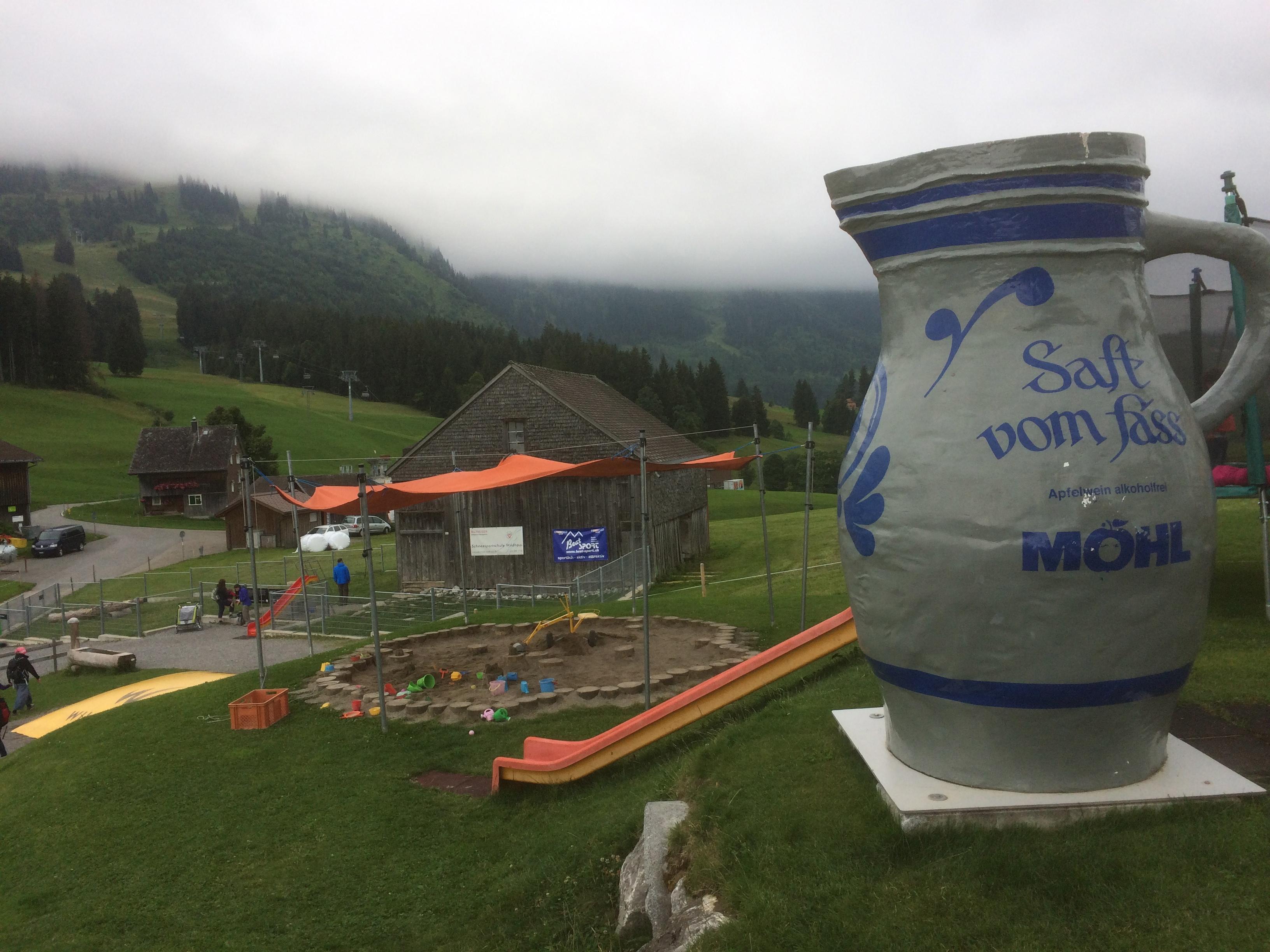 grosser Spielplatz mit Streichelzoo im Orberdorf Wildhaus