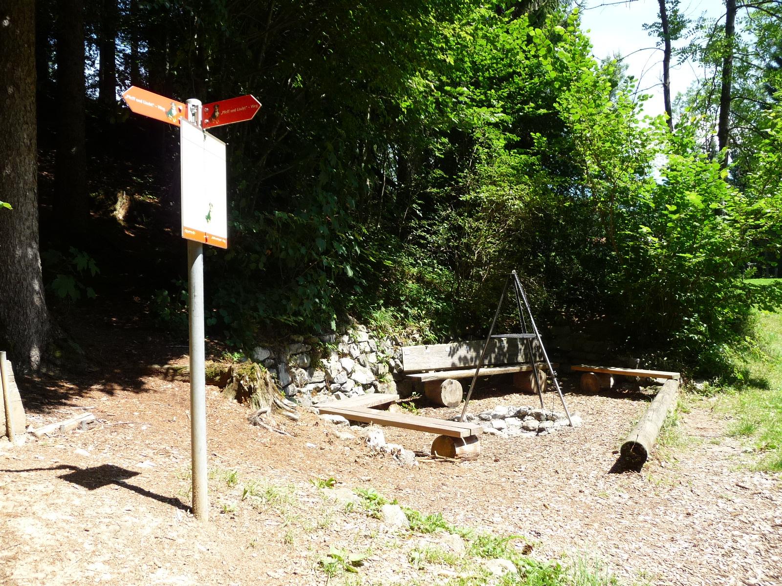 Feuerstelle auf dem Pfeff ond Lischt Weg Appenzell