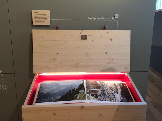 In der Appenzeller Schaukäserei in Stein gibt es hinter verschlossenen Türchen und Kästchen allerlei zu entdecken.