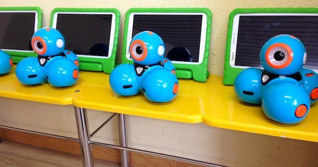 Mit Dash, dem Roboter für Kinder, lernen Kinder programmieren.