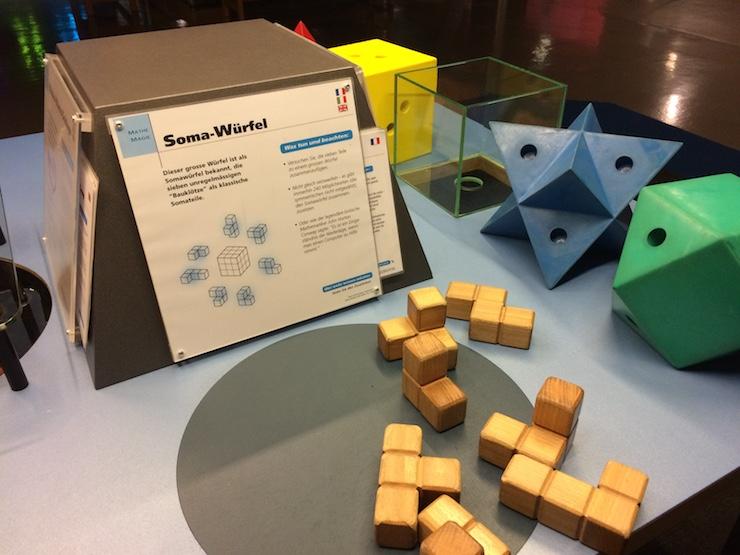 SOMA Würfel und andere mathematische Experimente im Wissenschaftsmuseum Technorama