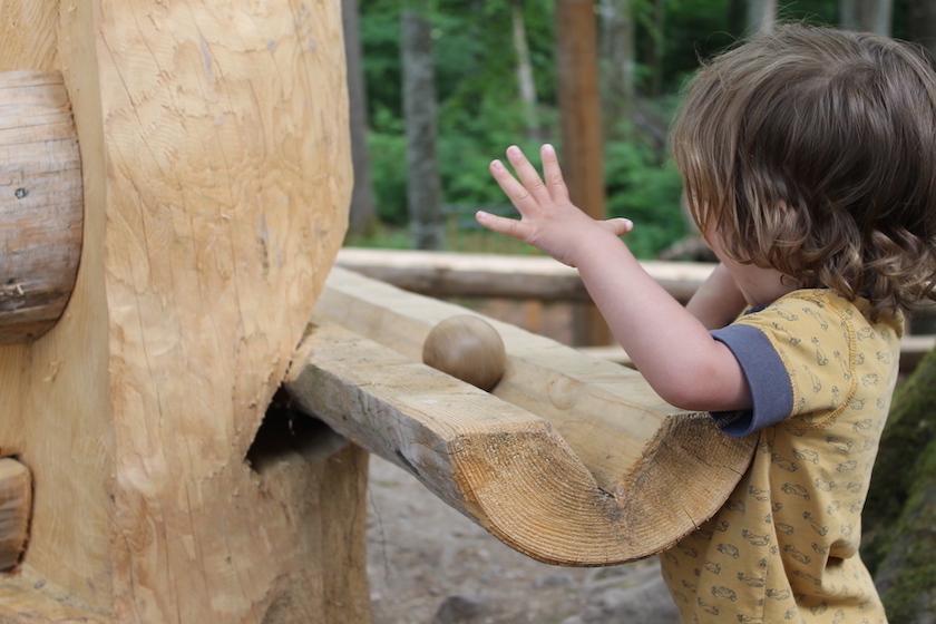 Kugelbahn auf dem Kinderspielplatz des Baumwipfelpfad Mogelsberg