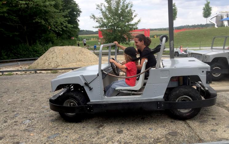Autofahren für Kinder im Ravensburger Spieleland. Der Familienausflug am Bodensee.