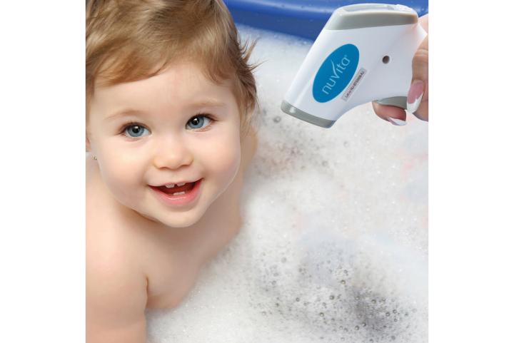 Mit dem Nuvita kontaktlosem Thermometer kann Fieber und auch z.B. Wasser und Essen gemessen werden
