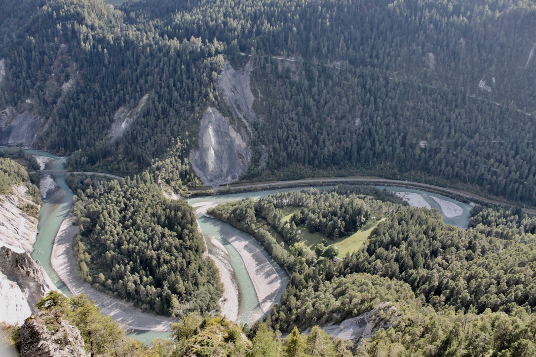 Spektakuläre Aussicht auf die Rheinschlucht