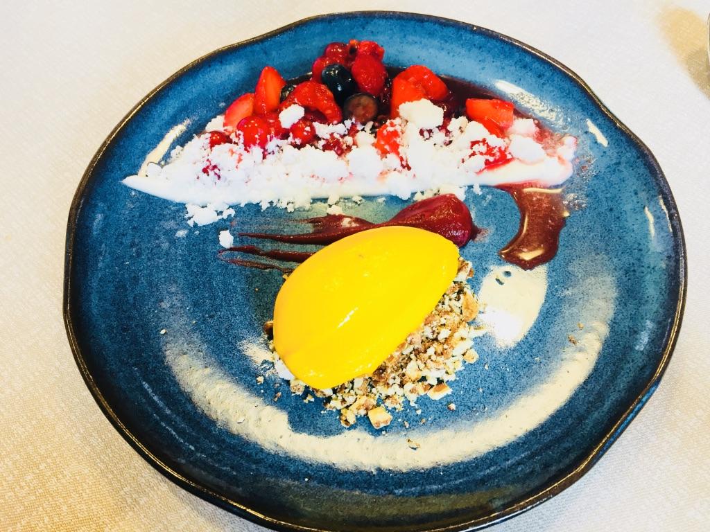 Auch das Dessert, hier die vegane Variante, ist ein Traum im Familienhotel Gorfion in Malbun
