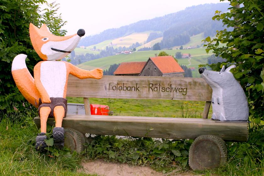 Fotobank auf dem Rätselweg Schwellbrunn einem Familienwanderweg im Appenzellerland