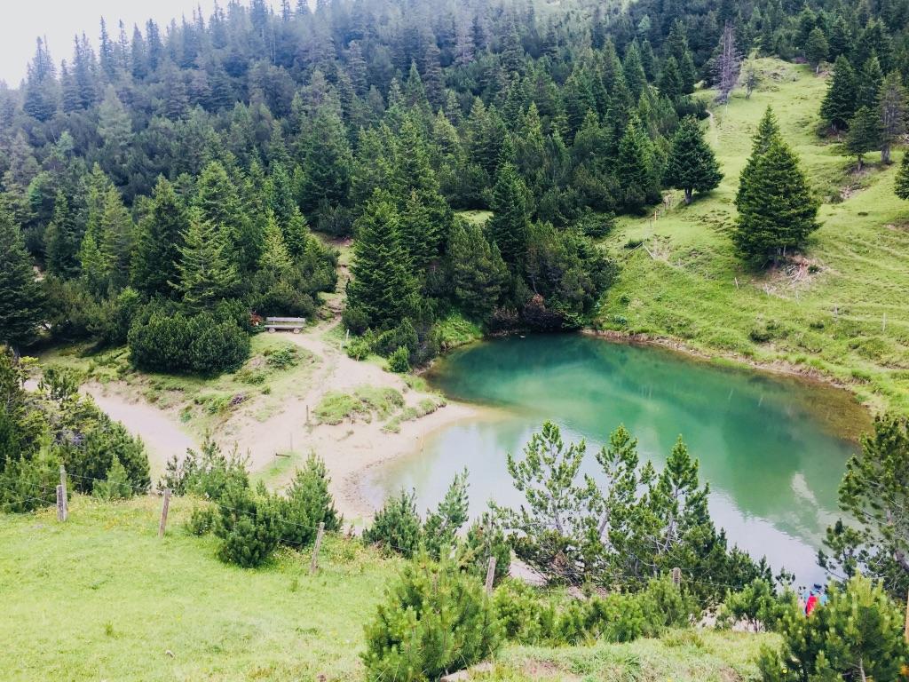 Toller Bergsee auf der Wanderung mit Kindern in Malbun Lichtenstein