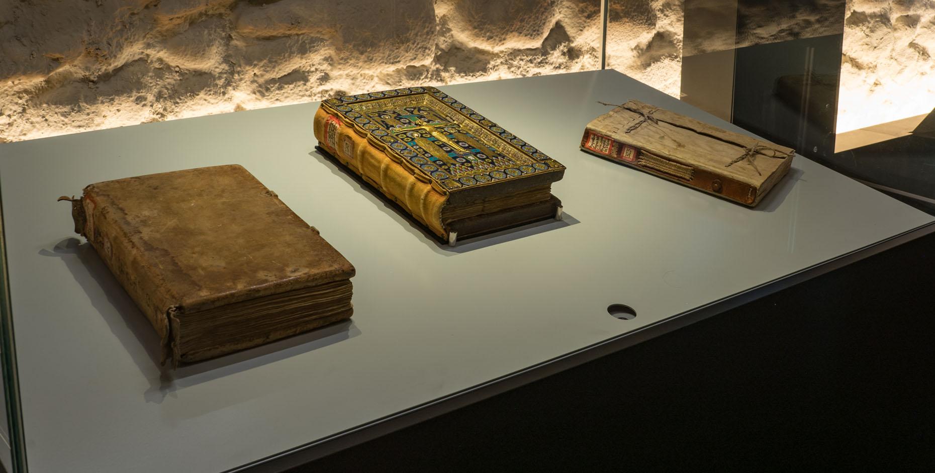 Auch im Gewölbekeller im Stiftsbezirk St.Gallen gibt es alte Bücher zu bewundern.