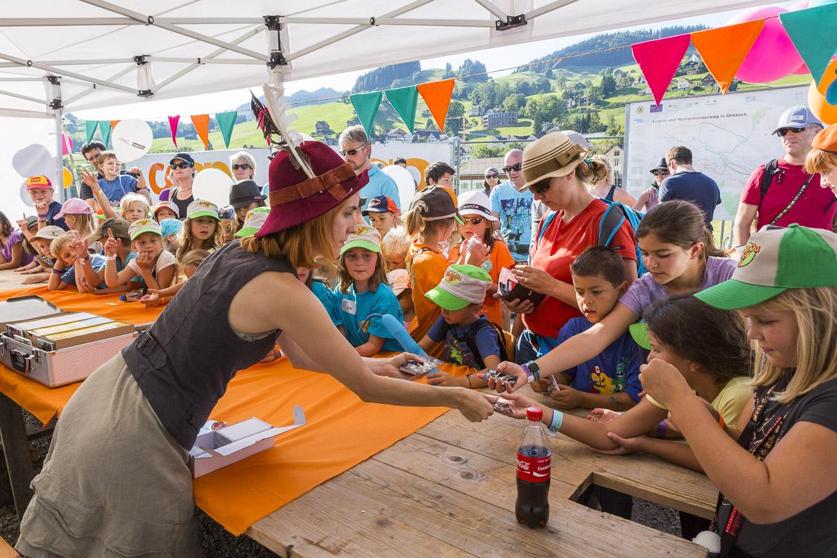 Am Familienfestival gibt es die Kindermusikstars zum anfassen.