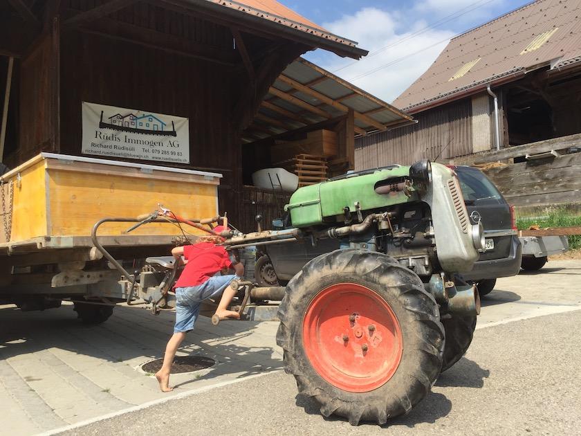 Landmaschinen zum anfassen in den Bauernhofferien in Ermenswil SG