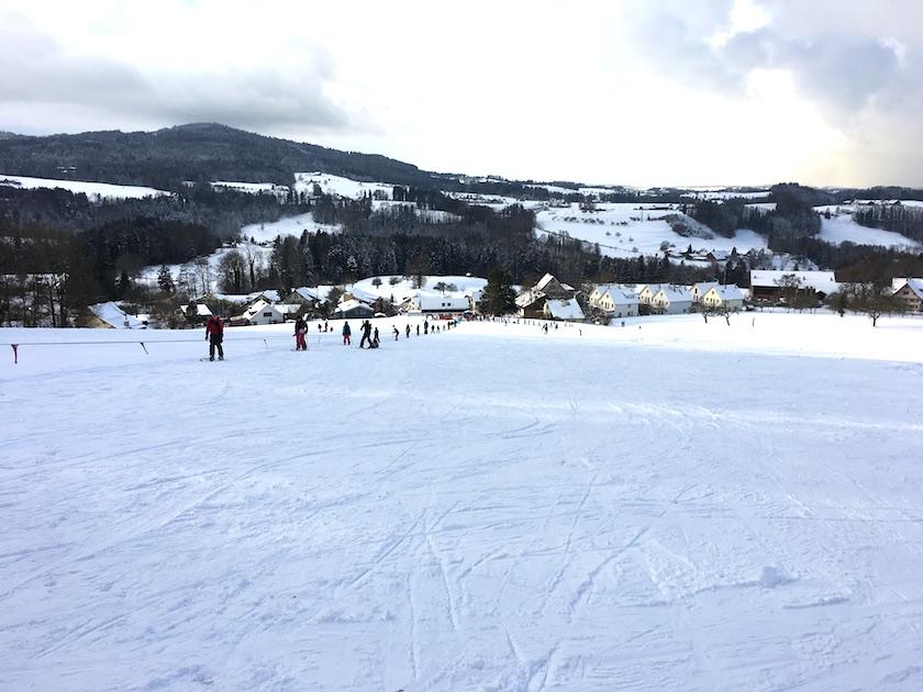 Der Skilift in Wittenbach ist kostenlos. Die Familien fahren somit gratis rauf und runter