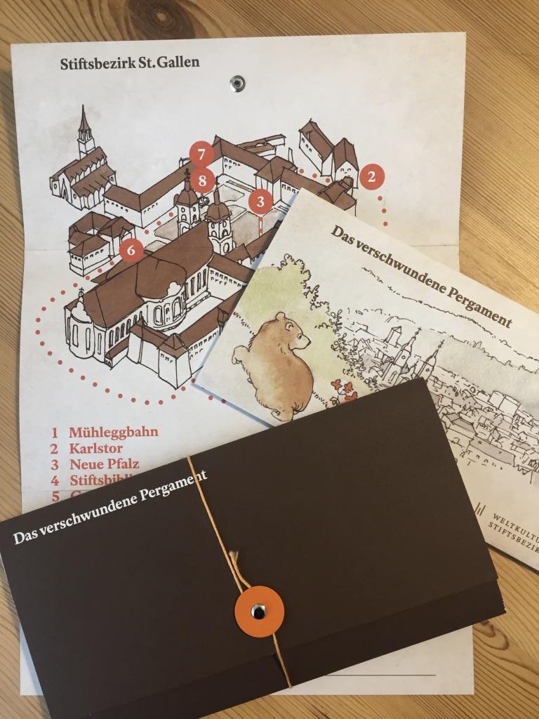 Der Rätselspass für Familien durch den Stiftsbezirk führt auch durch die Stiftsbibliothek St.Gallen