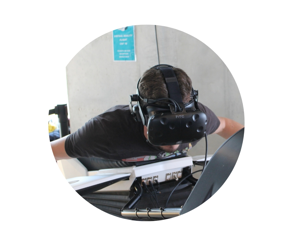 Mit dem VR-Simulator Birdy erlebt man einen Flug durch eine Saurierlandschaft