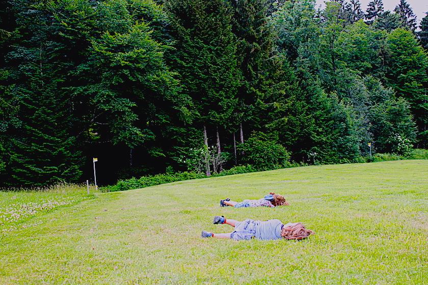 Die perfekte Wiese zum runterrollen auf dem Rätselweg Schwellbrunn