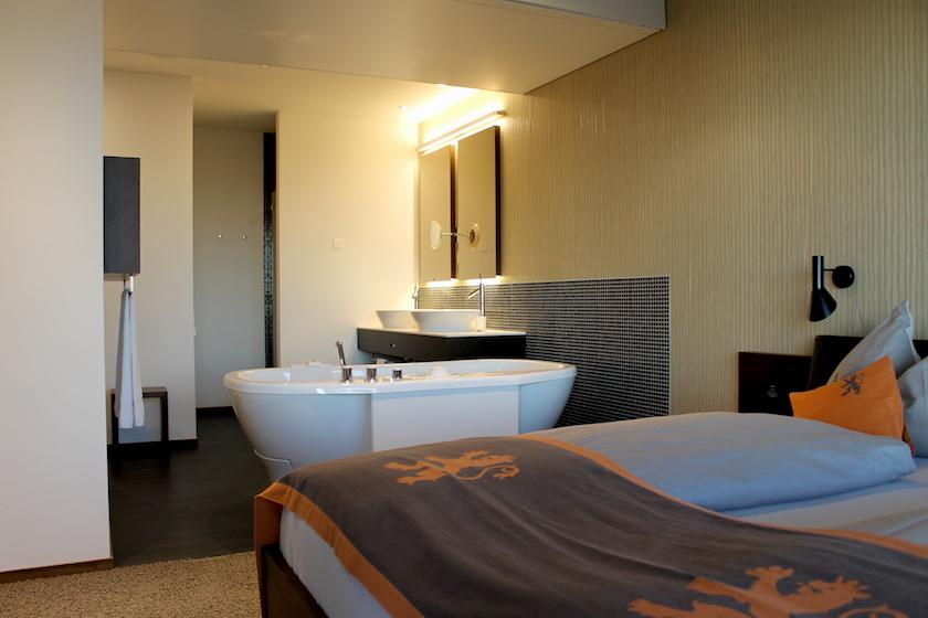 Das Wellnesshotel Golf Panorama Lipperswil in der Ostschweiz bietet Zimmer mit Infrarotsauna und Badewanne