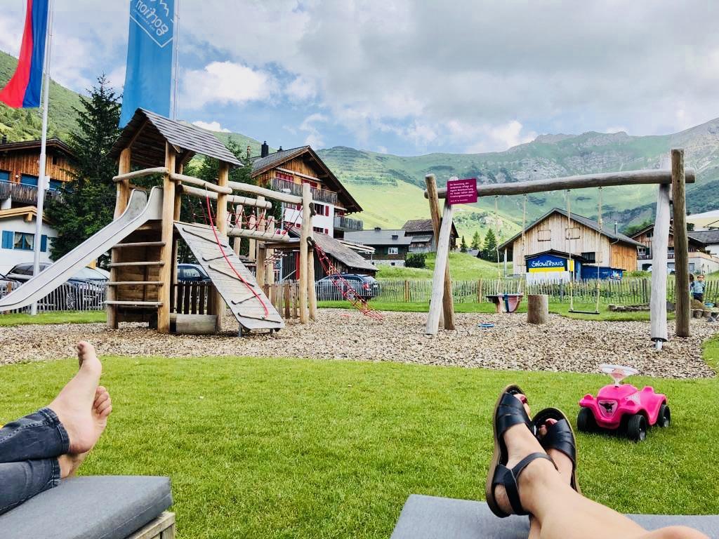 Der Spielplatz im Familienhotel Gorfion garantiert entspannte Stunden für die Eltern